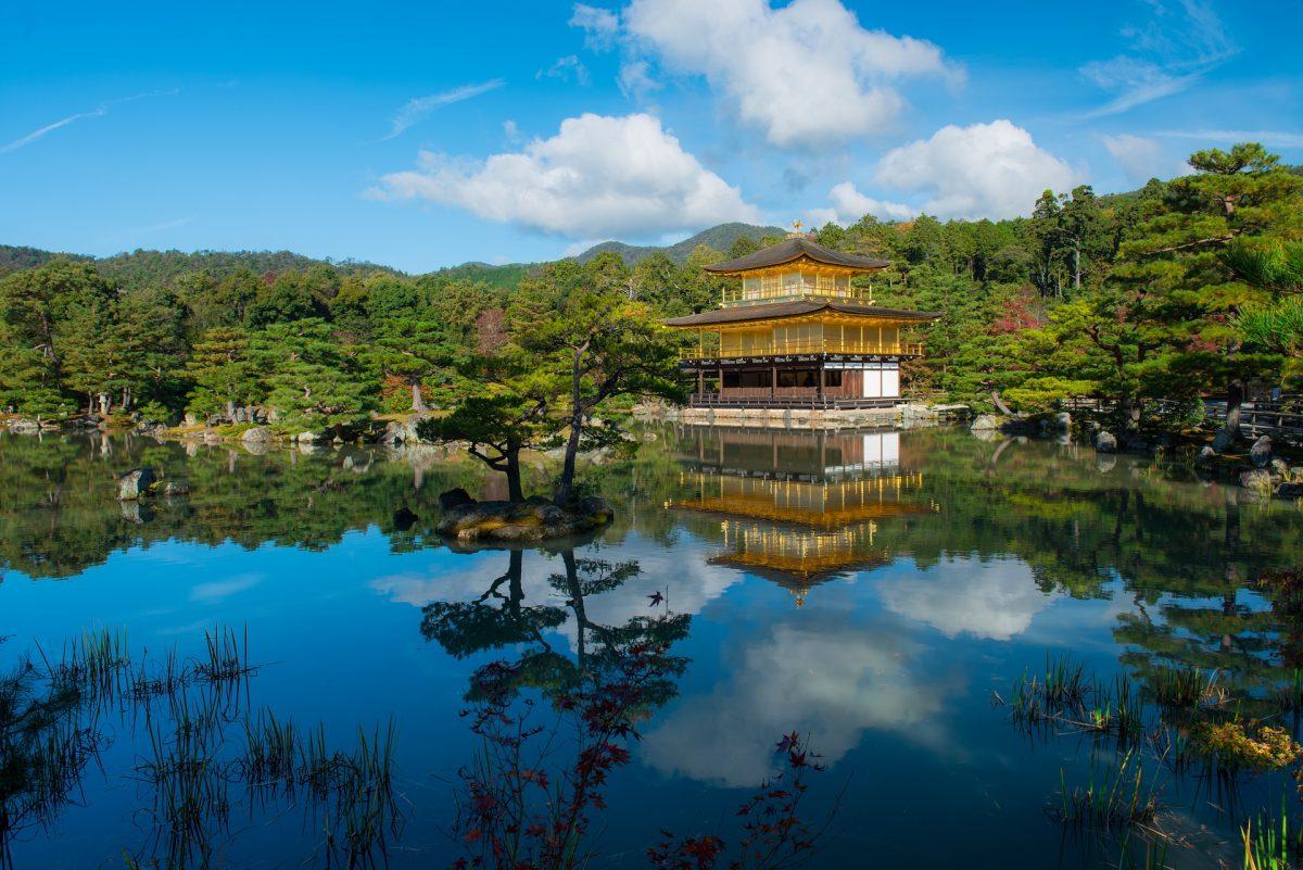 A sunny day at Kinkakuji Temple