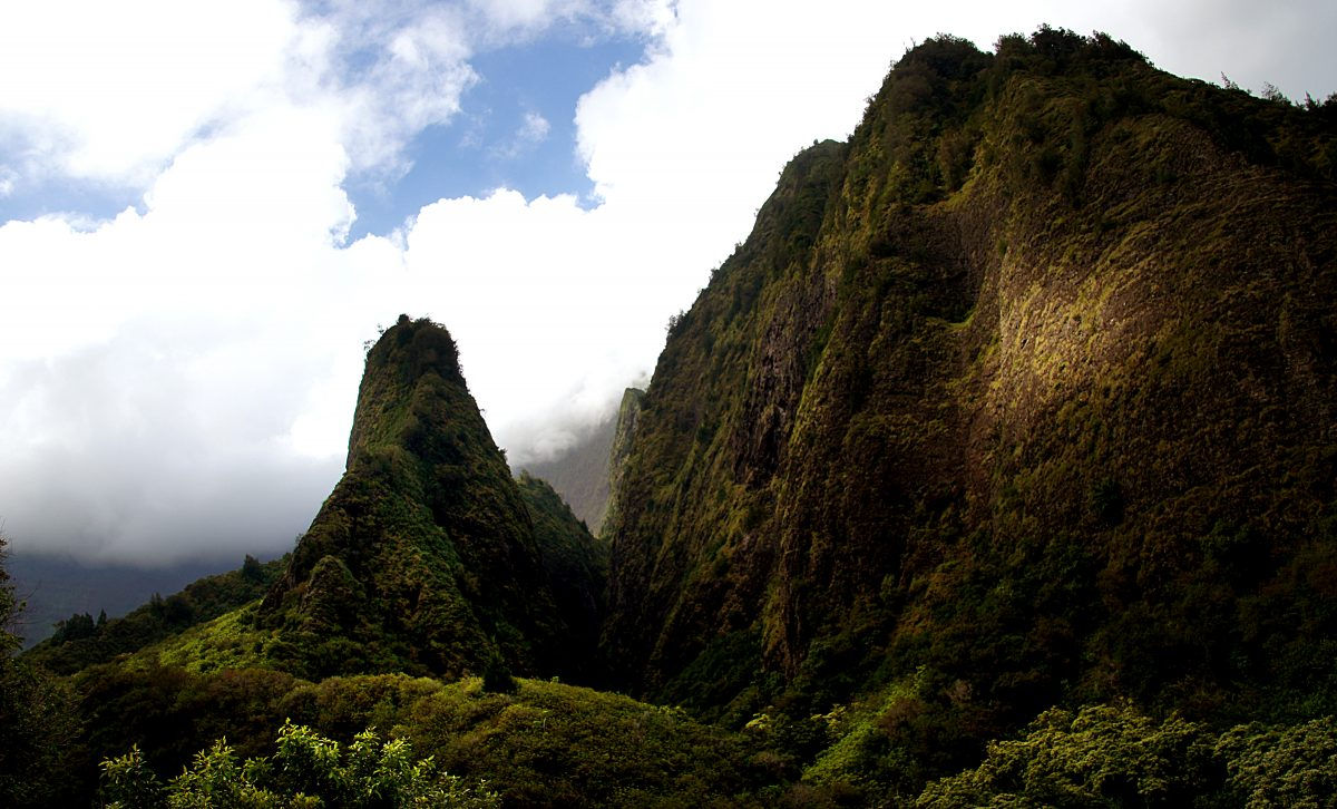 'Iao Valley, one of the best hiking trails in Hawaii