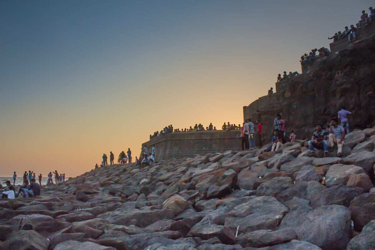 Coastal area right next to the ocean, Bandra Fort is the perfect place to catch the sunrise in Mumbai