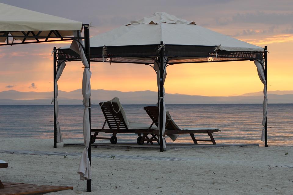 beach tent: canopy tent