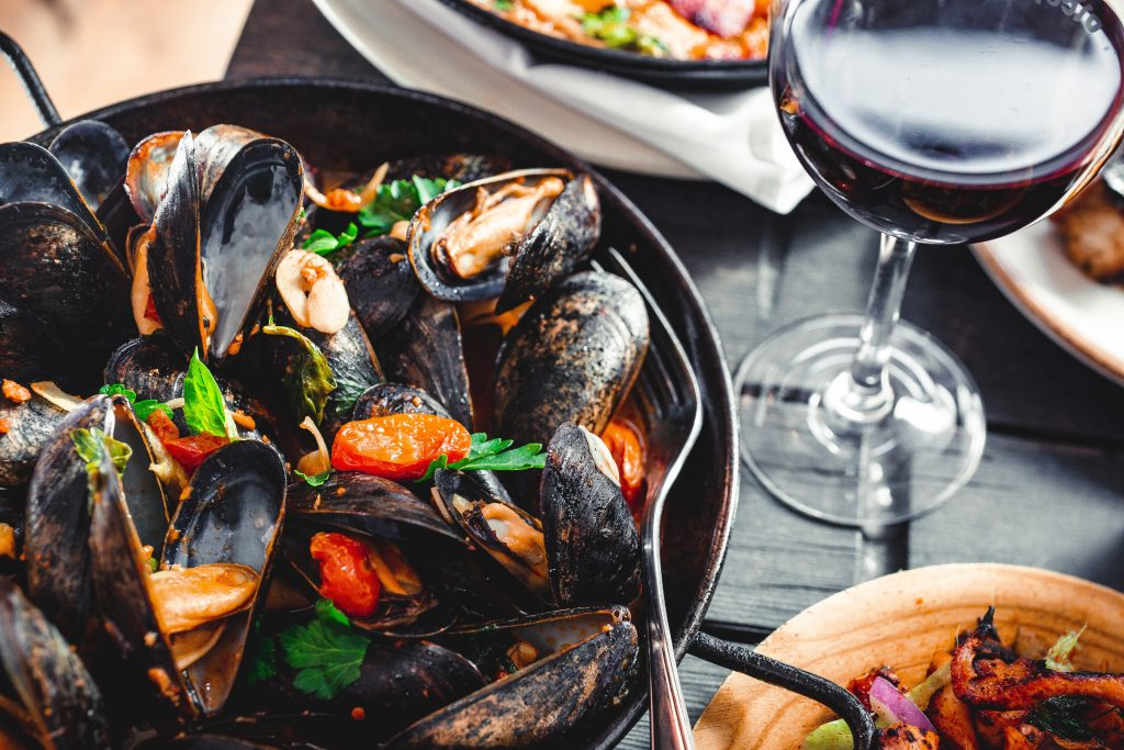 Seafood dining dishes