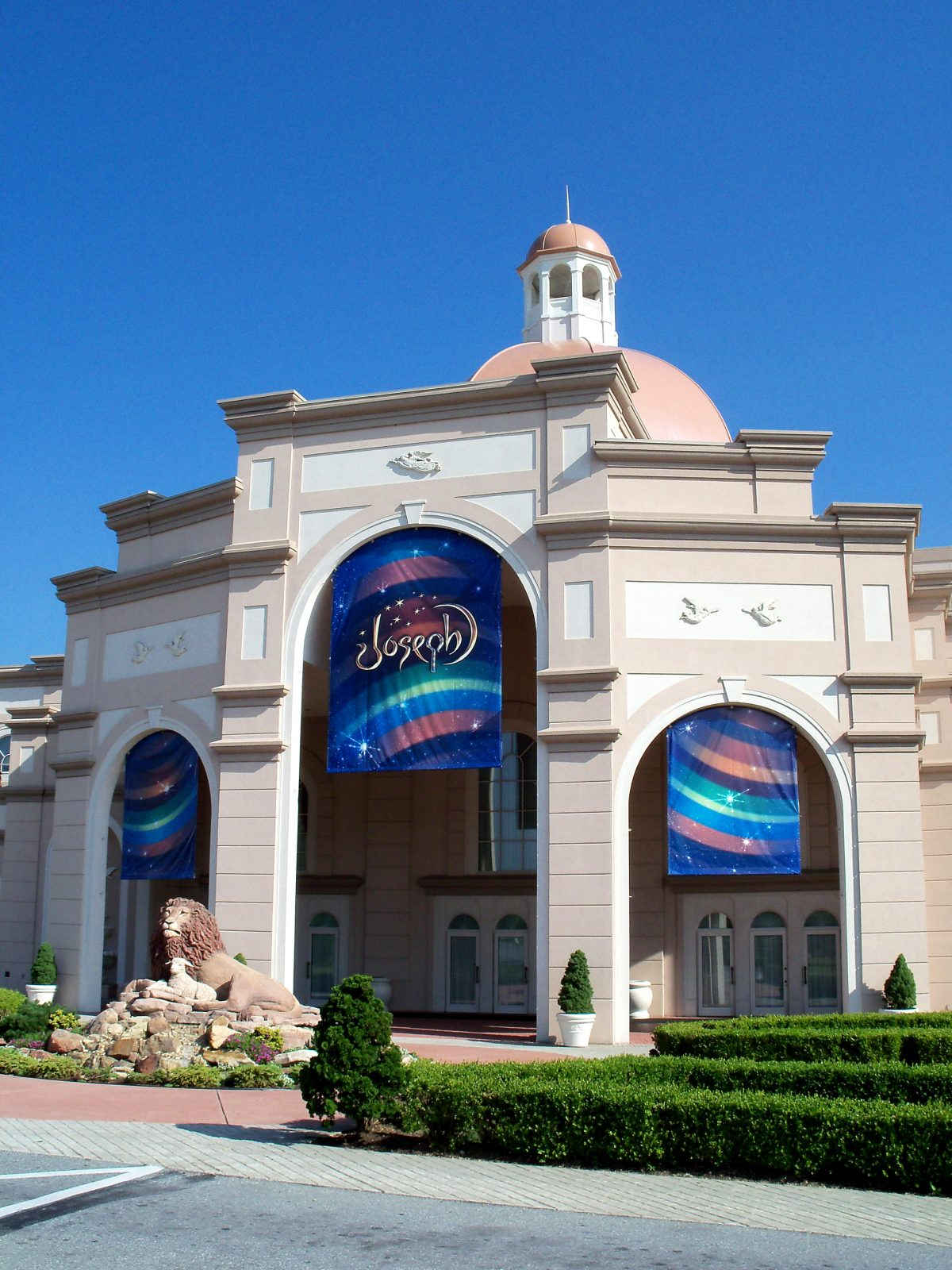 The Sight & Sound Theater in Branson brings the Bible to life through theatrical biblical reenactments