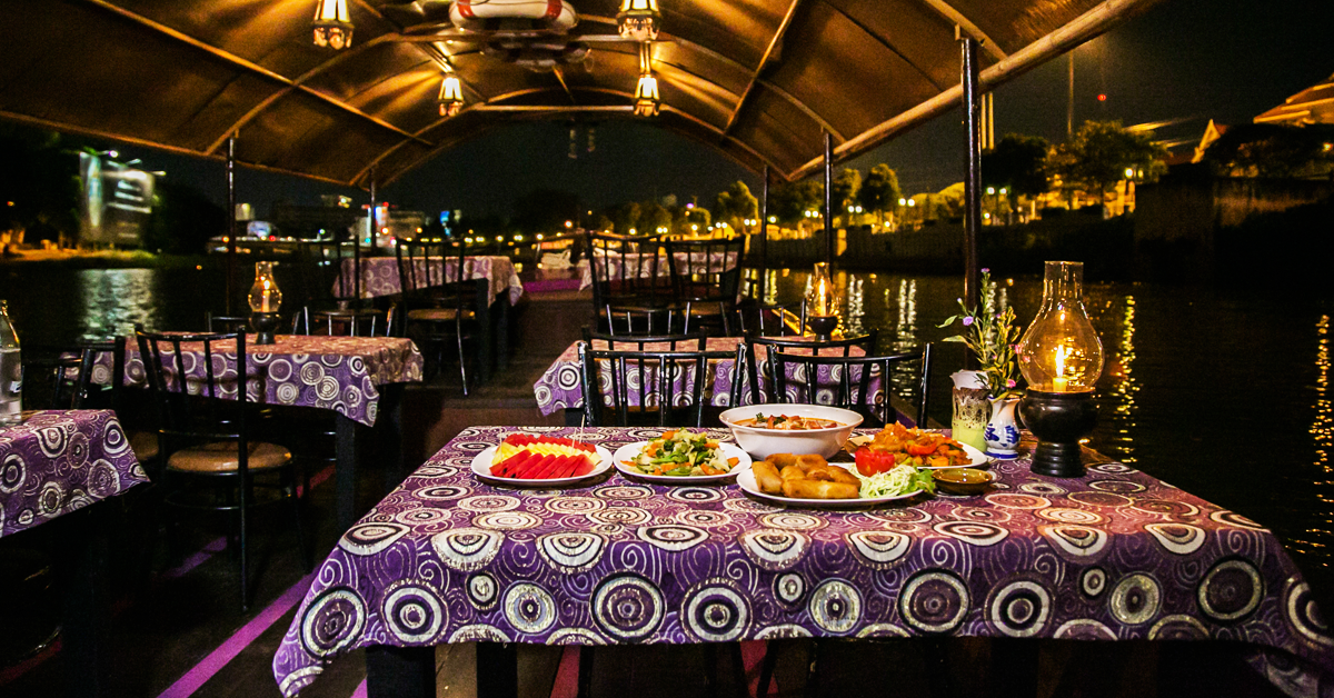 Dinner cruise at Mae Ping River