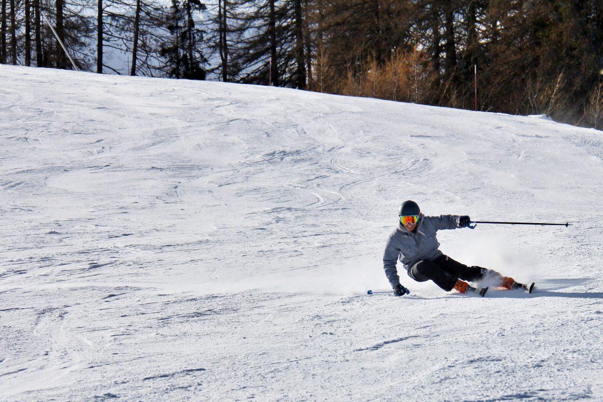 Man skiing at Bonn's ski slope