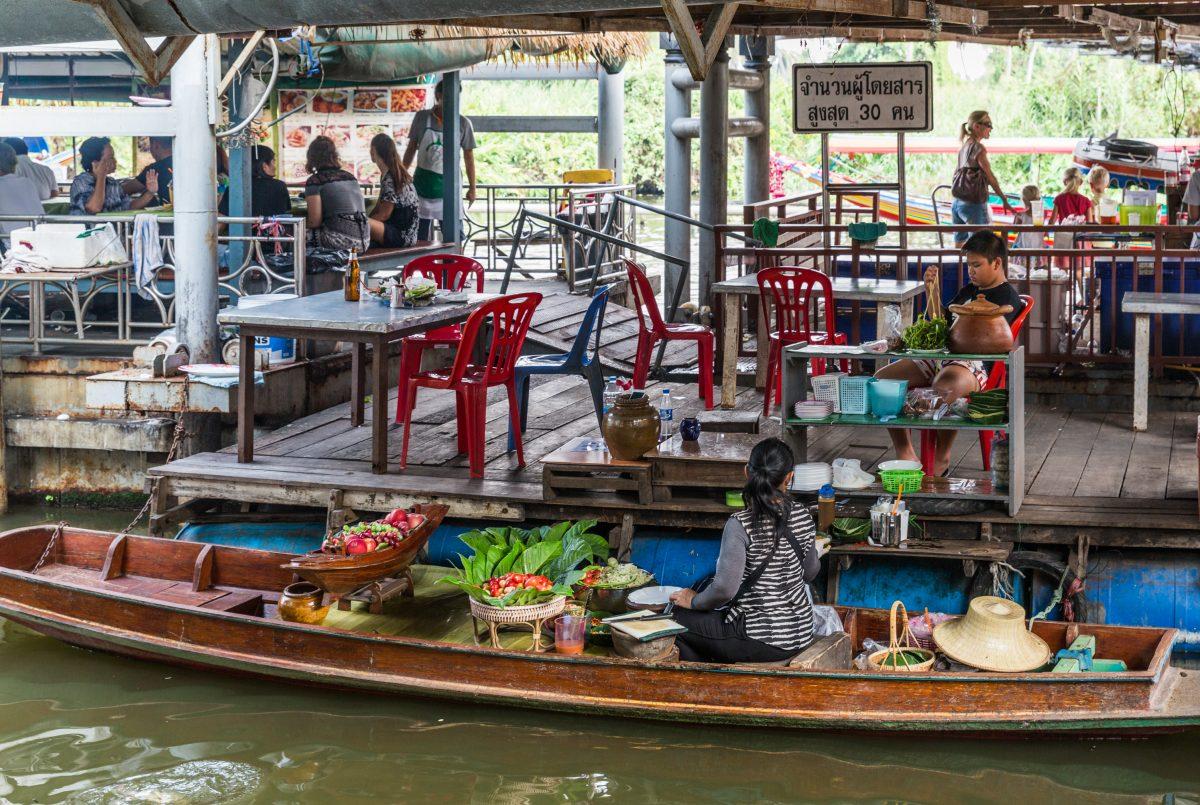 Floating restaurant Taling Chan floating market