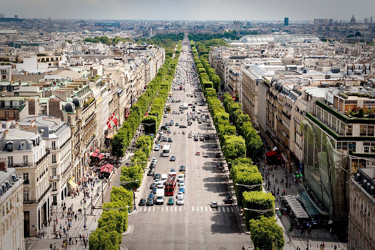 Things to do in Paris shop at Avenue des Champs-Élysées