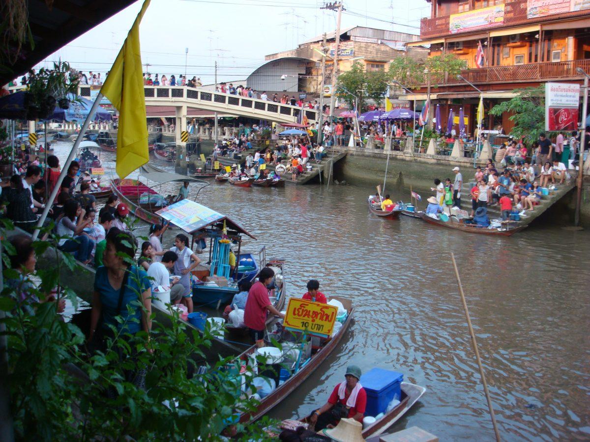 The beautiful Amphawa market