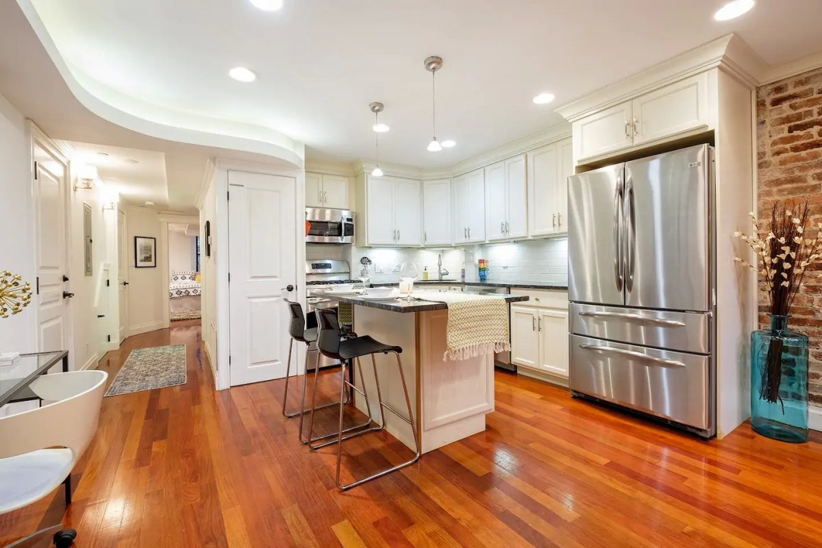 A cozy space with modern industrial vibe, this Airbnb Boston rental also has every amenities you need for a perfect stay