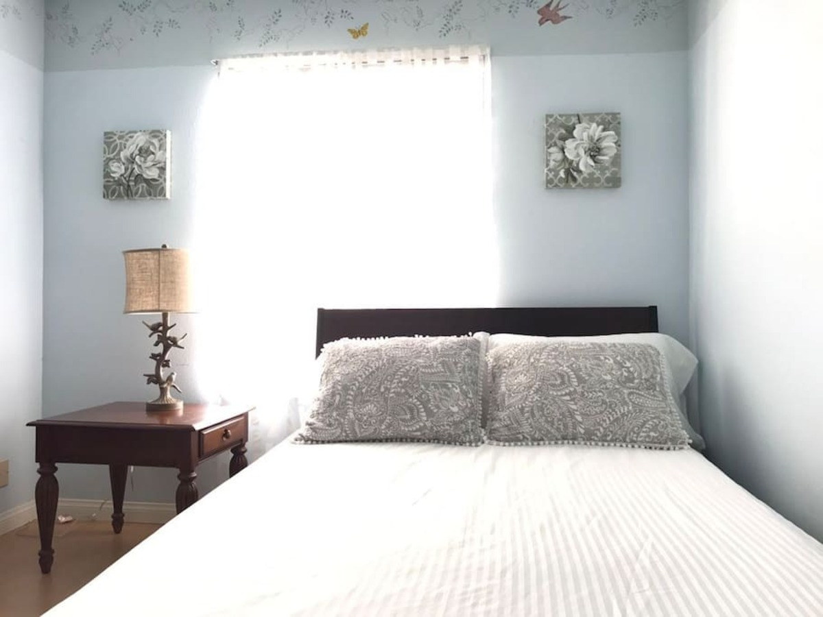 Photo of bed in room for rent
