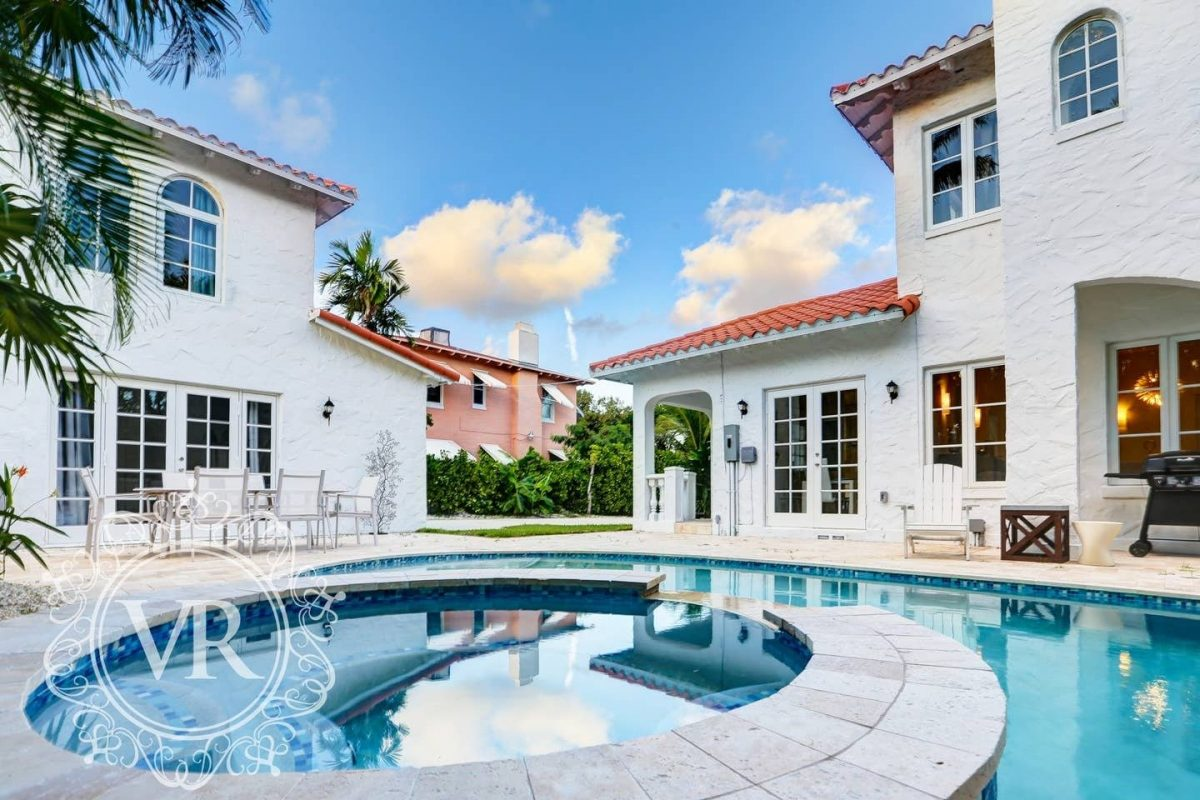 this Airbnb Miami house for rent comfortably accommodates up to 16 persons