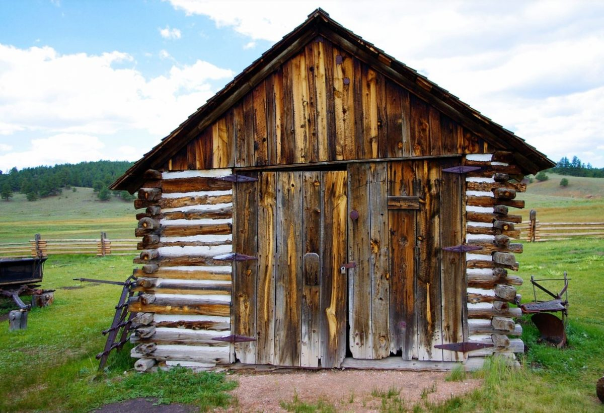 A barn near the fossil beds of Florissant Fossil Beds