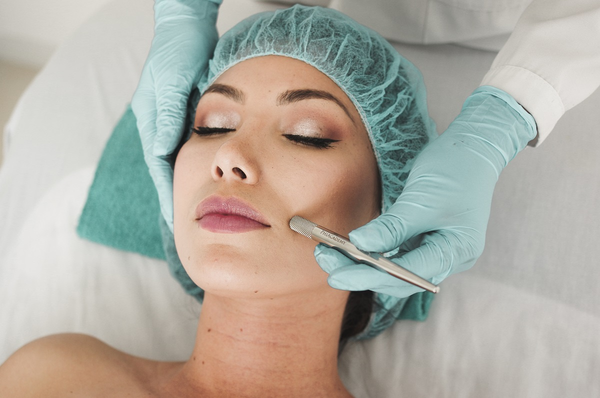 Woman doing liposuction on her face in Dalhousie Castle