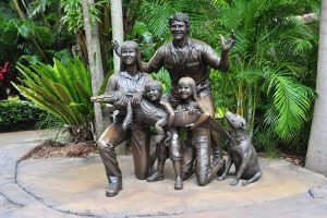 Statue of the Irwin family at Australia Zoo 17March2010 e1563504479170 300x200 - Everything You Need To Know About The Australia Zoo