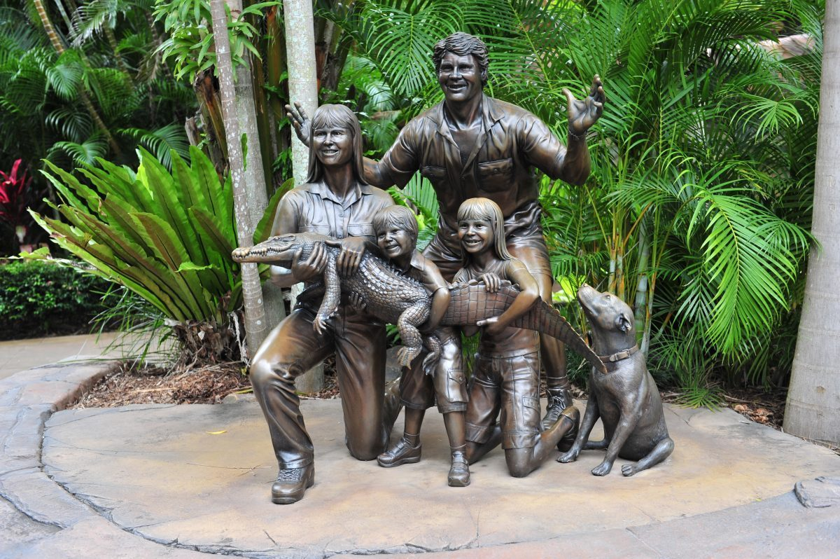 Statue of the Irwin family at Australia Zoo 17March2010 e1563504479170 - Everything You Need To Know About The Australia Zoo