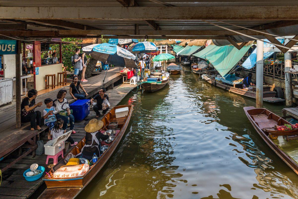 Boats ready to sell at Taling chan