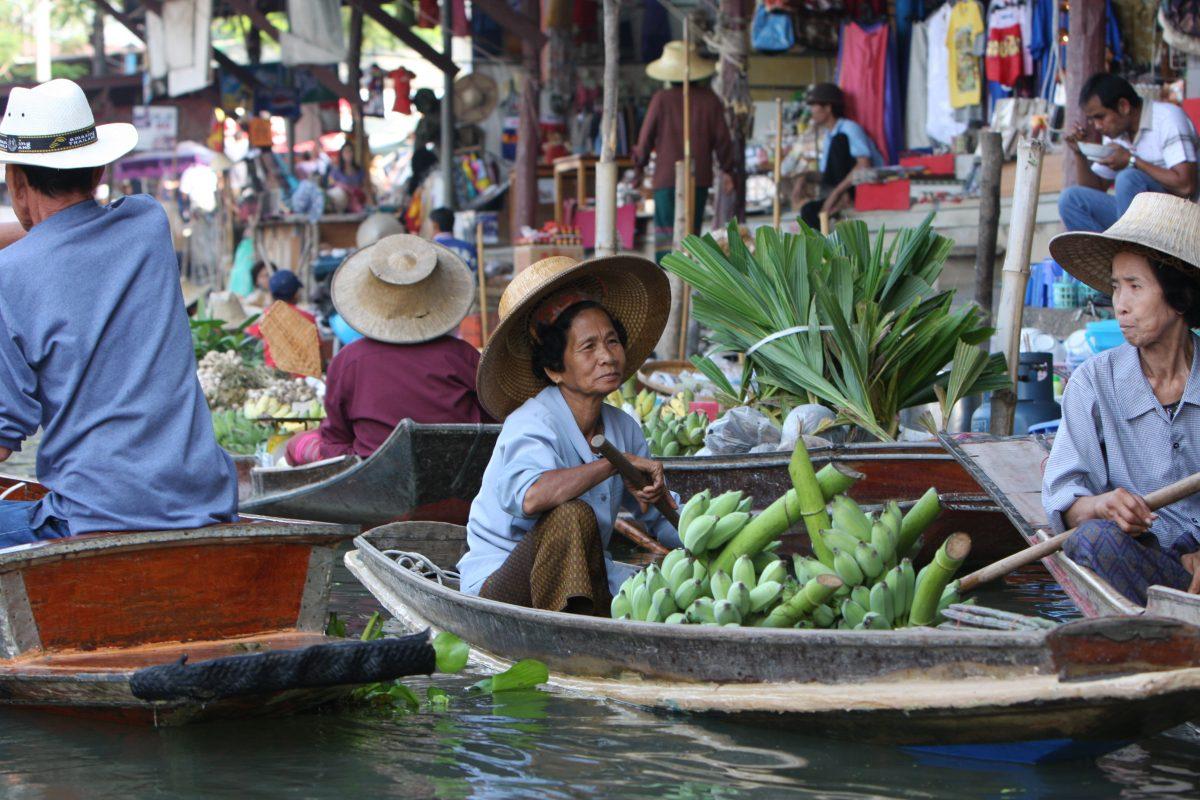 Locals selling at Khlong Lat Mayom