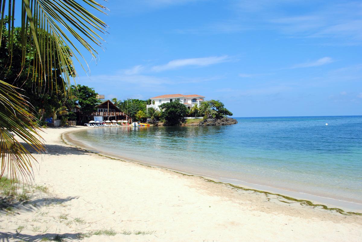 Half Moon Bay Beach, Roatán Honduras
