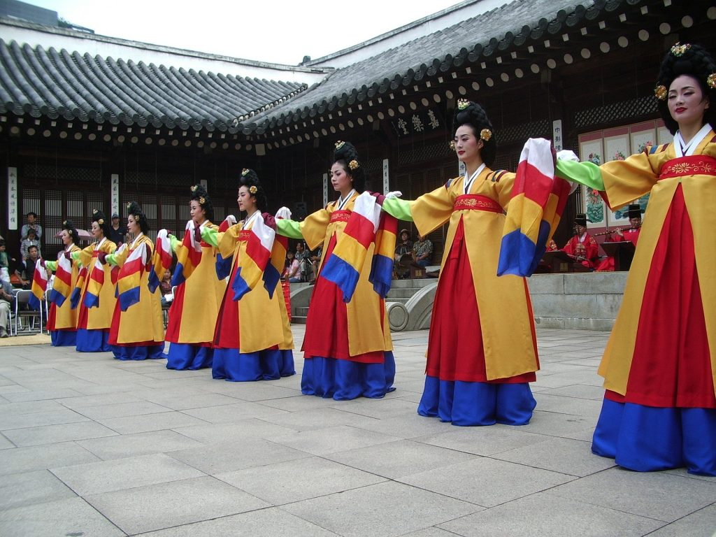 Korean dancers, hanbok, traditional