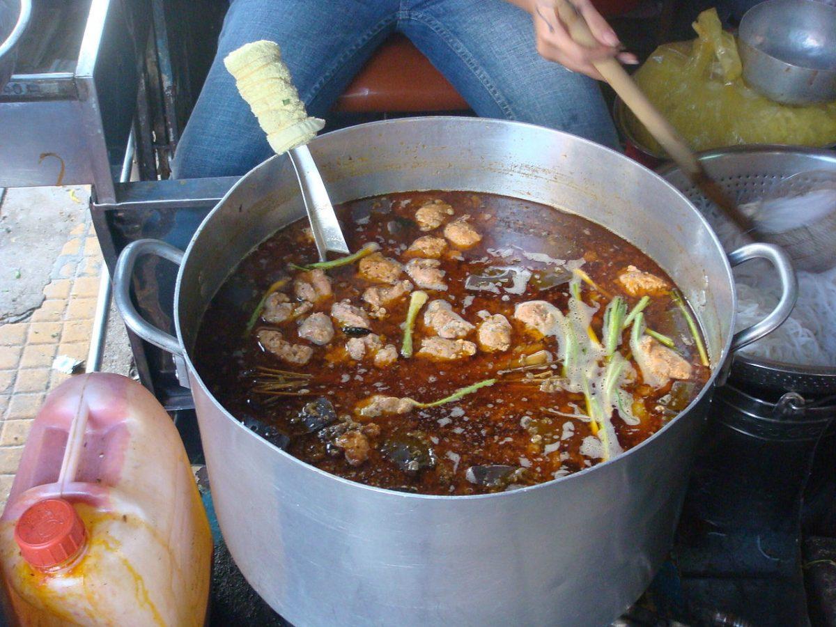 bun bo hue, pot, vietnamese food