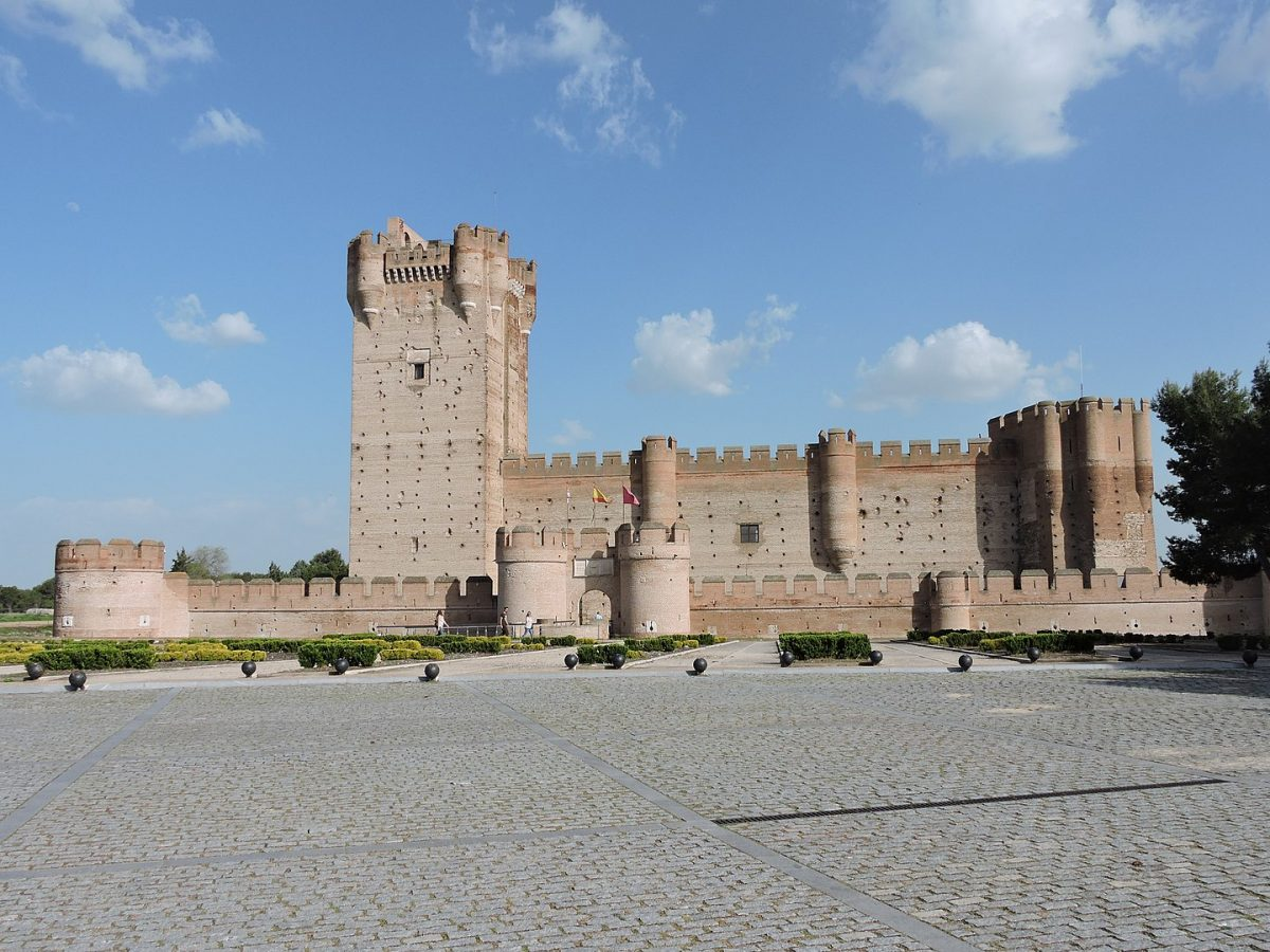 In Medina del Campo in the province of Valladolid lies Castillo de la Mota, one of the biggest castles in Castile.