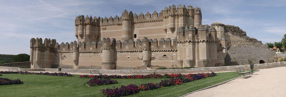 Just like El Alcazar, Castillo de Coca is also located in the province of Segovia.