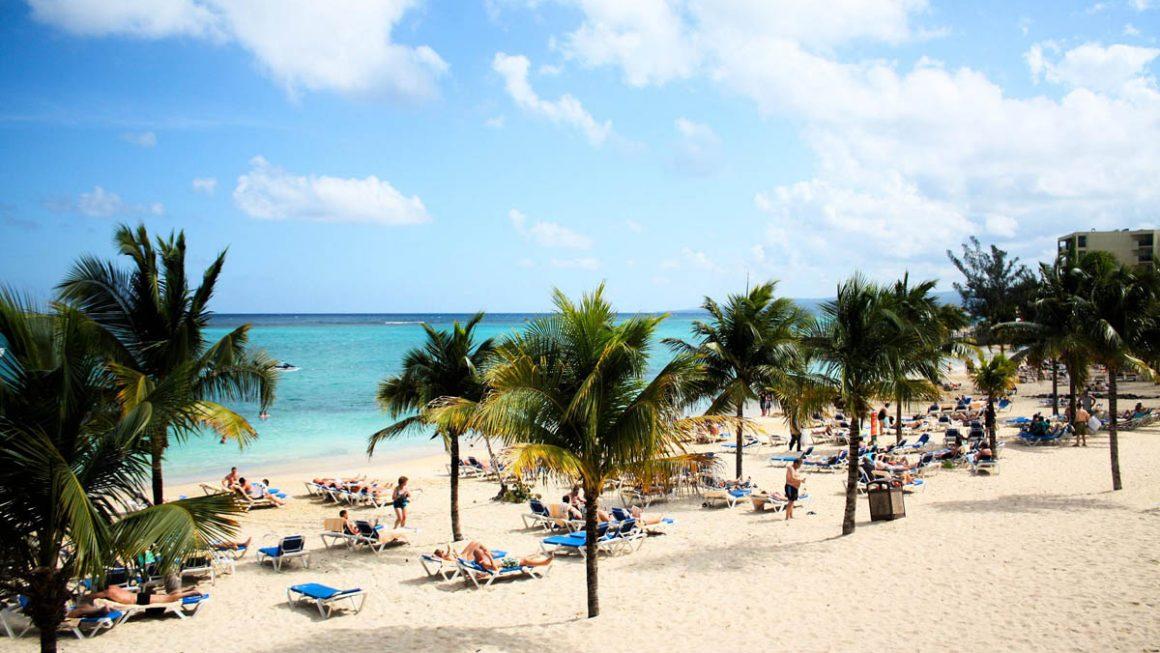 photo of the Ocho Rios beach in Jamaica during the summer