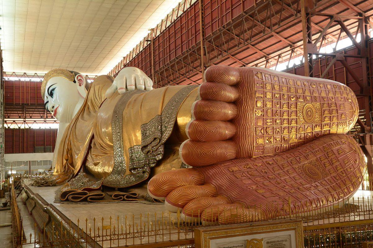 a close-up photo of the Reclining Buddha in Chauk Htat Gyi