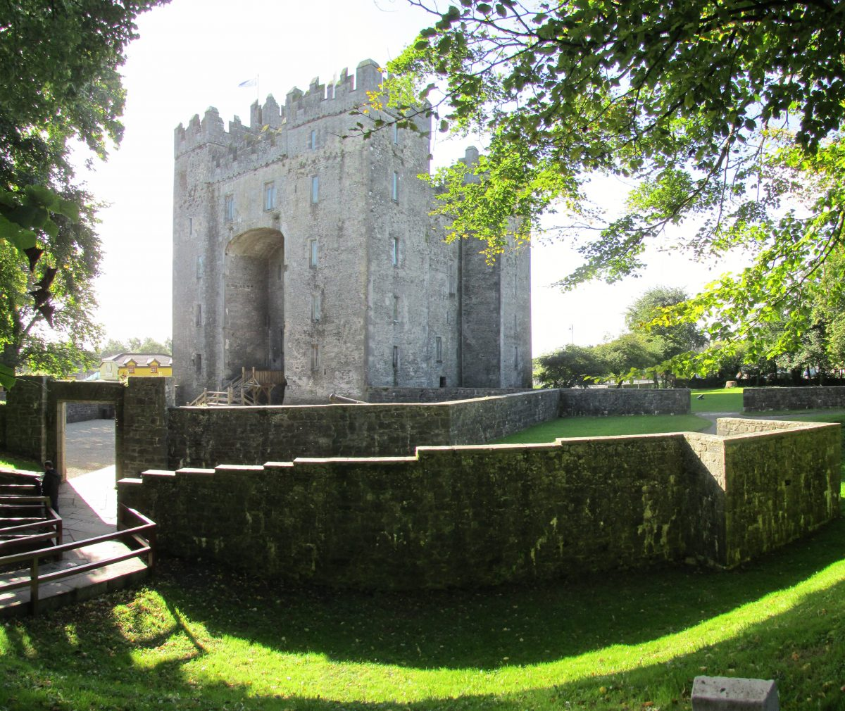 Bunratty Castle Chris Light Wikipedia Commons - 10 Castles That You Should Visit In Ireland