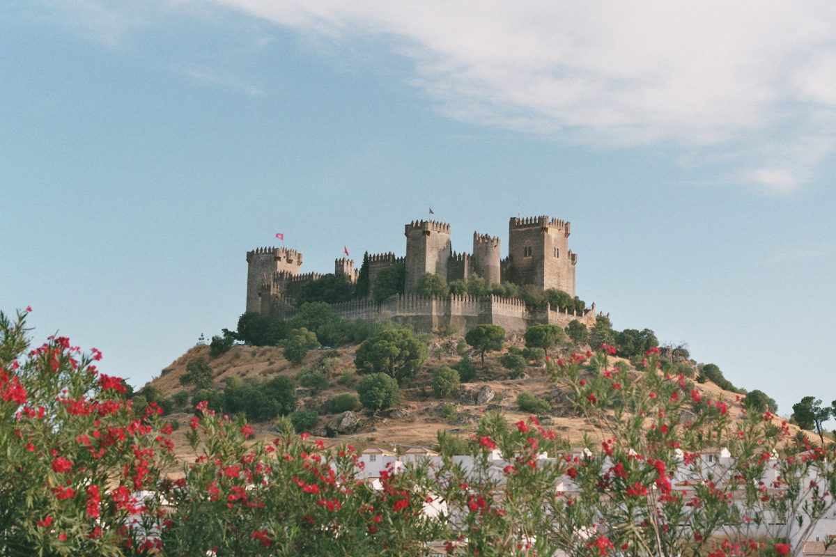 Its location on a hill 250 meters high near the Guadalquivir River gives the Castillo de Almodóvar del Río its strategic value.
