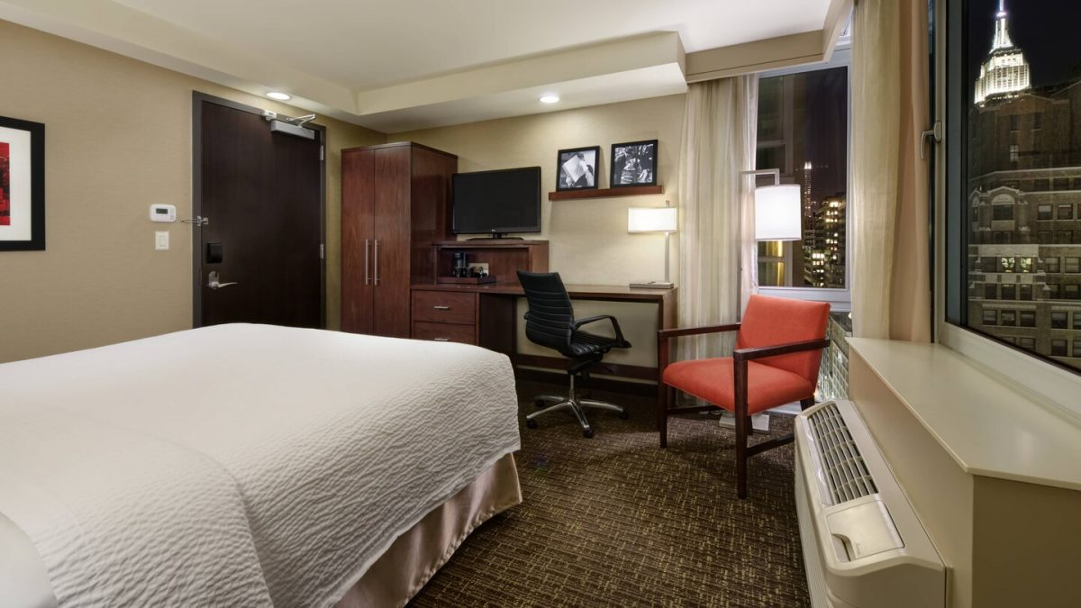 King Guest Room at the Courtyard Marriott NYC Manhattan/Times Square West