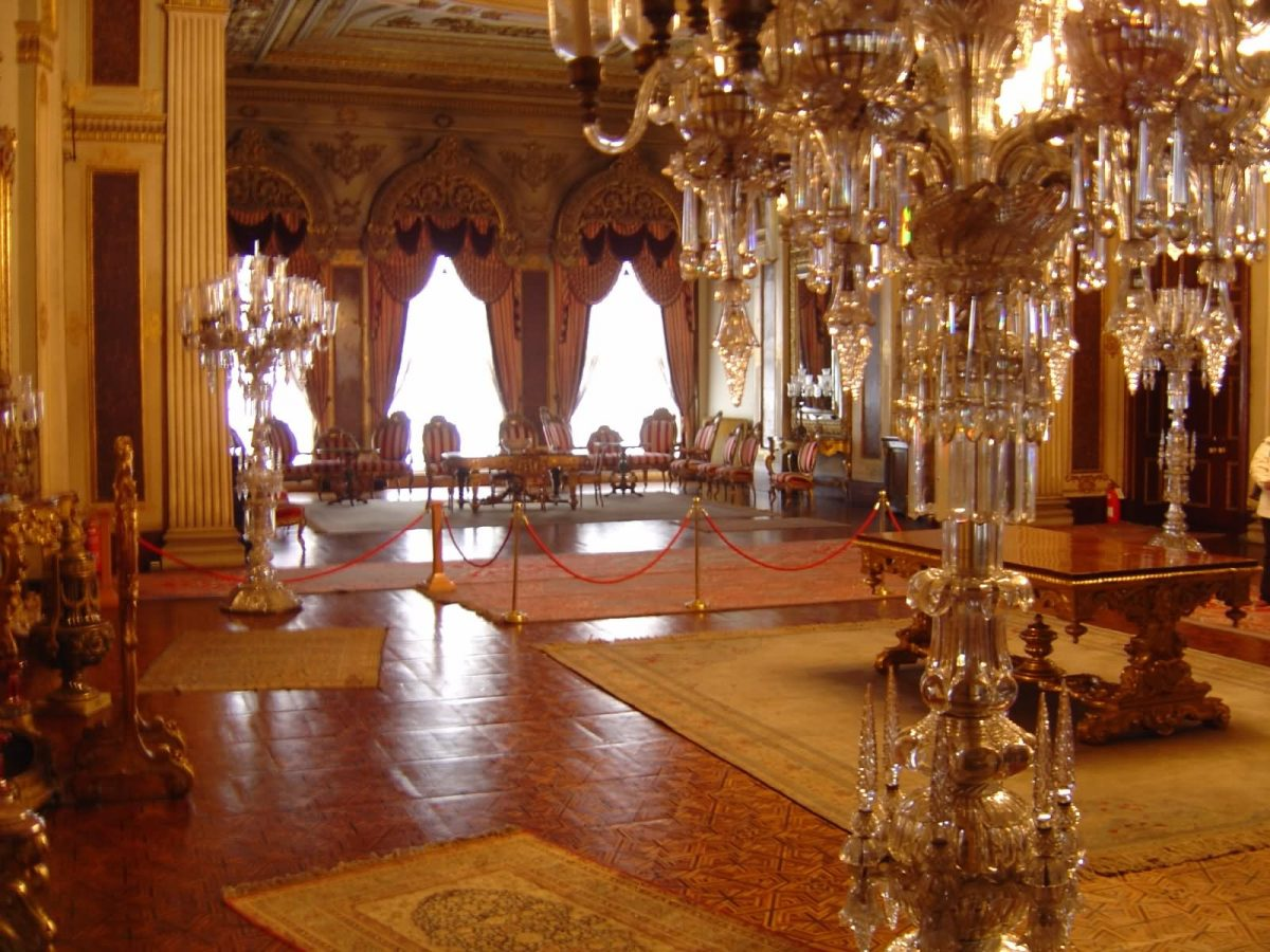Dolmabahce Palace Medhal Hall