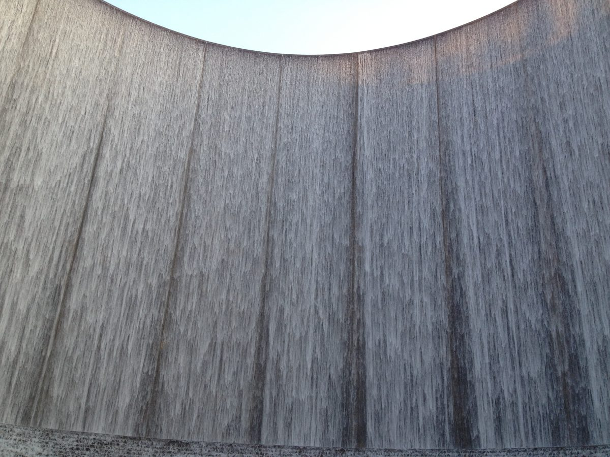 This marvellous monument is more than 60 feet tall and has perfectly C-shaped pumps releasing 11.000 gallons of water per second.