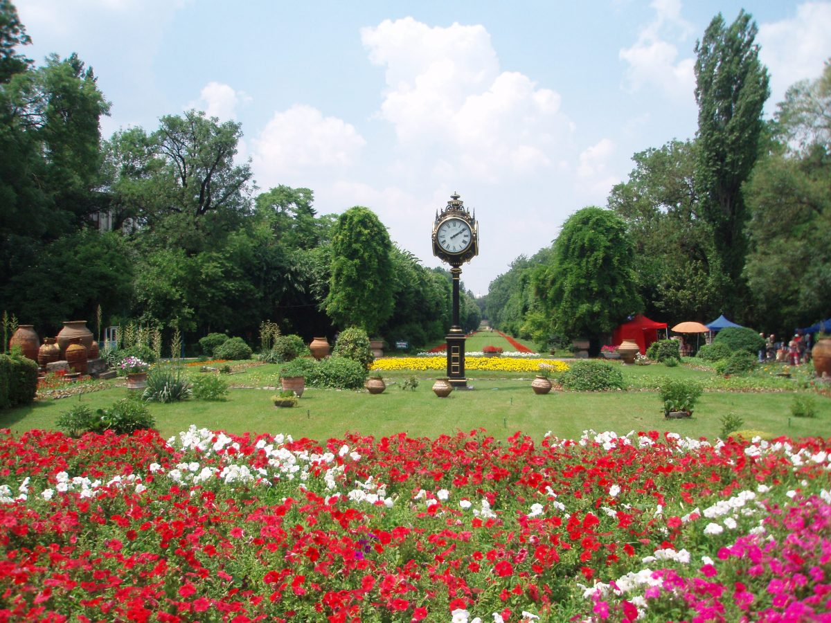 In the heart of Bucharest lays the most beautiful and the largest public park in the whole of Romania, the Cismigiu Gardens.