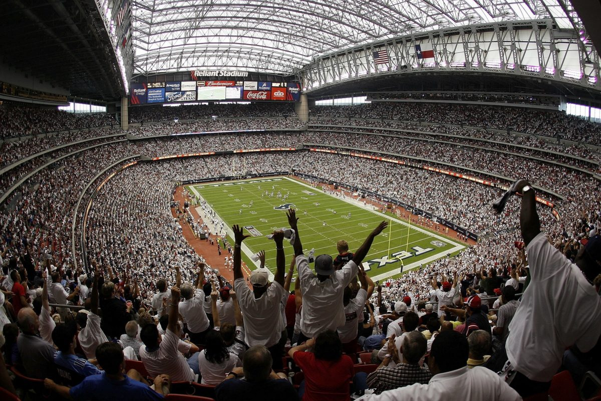 With teams having long winning streaks in all major sports and supported by passionate and loyal fans, Houston is the venue of some of the greatest sporting events in the country.