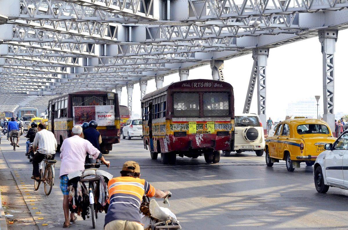 Howrah-bridge-commuters