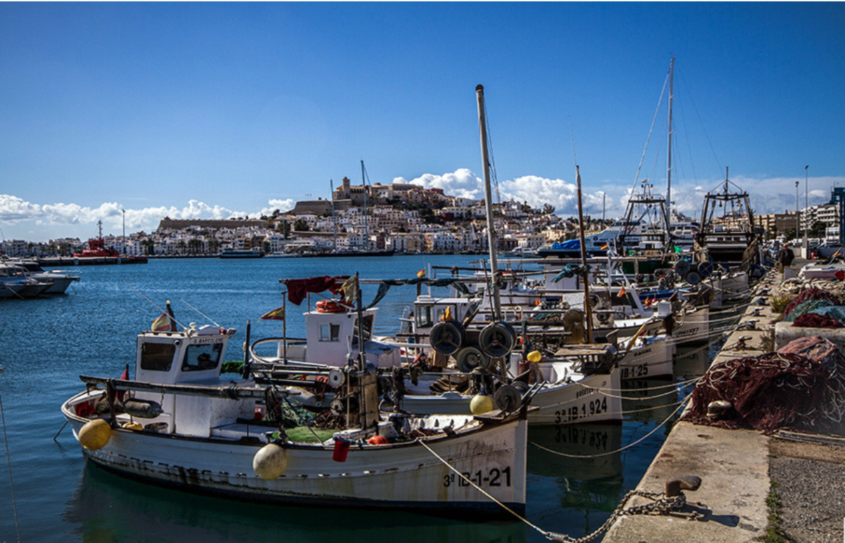 As one of the busiest places on the island, the Puerto de Ibiza allows visitors to shop, eat and drink at the numerous bars, shops and restaurants that populate the marina.