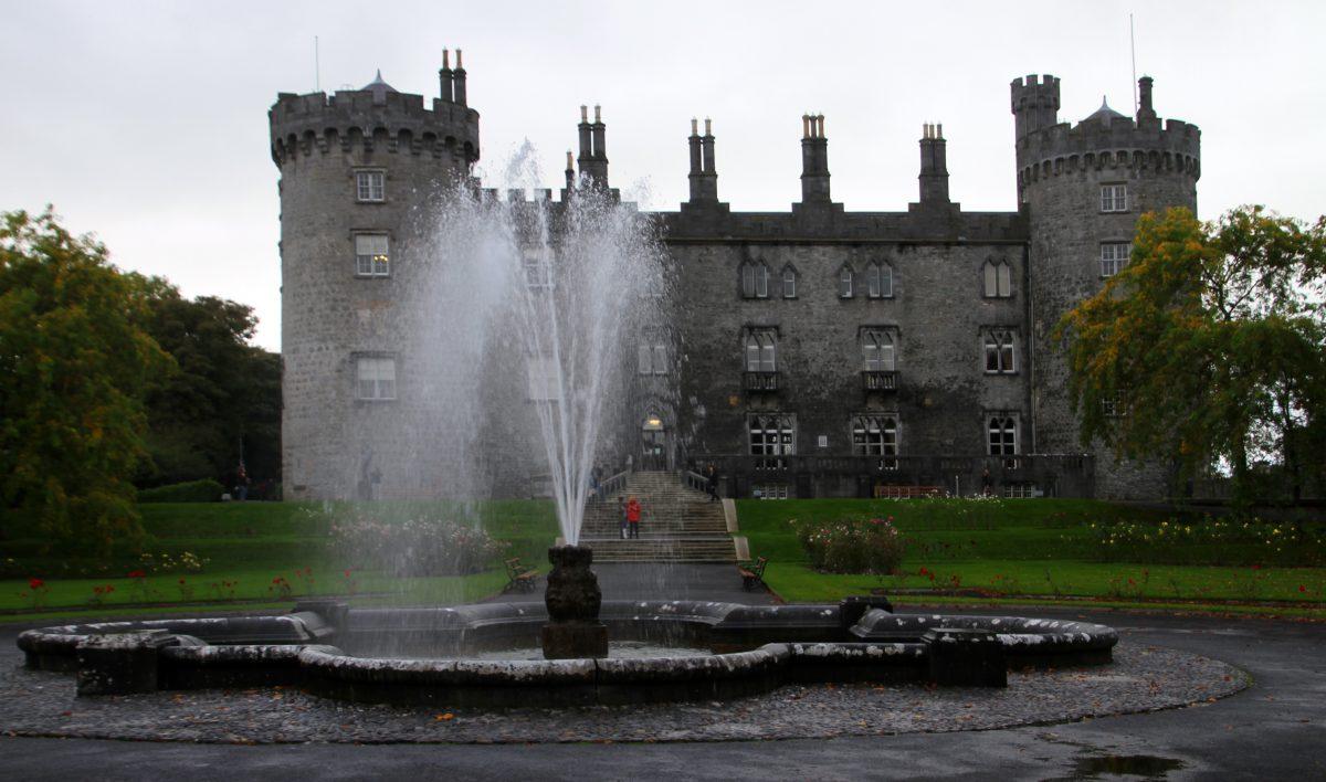 Kilkenny Castle Gerd Eichmann Wikipedia Commons - 10 Castles That You Should Visit In Ireland