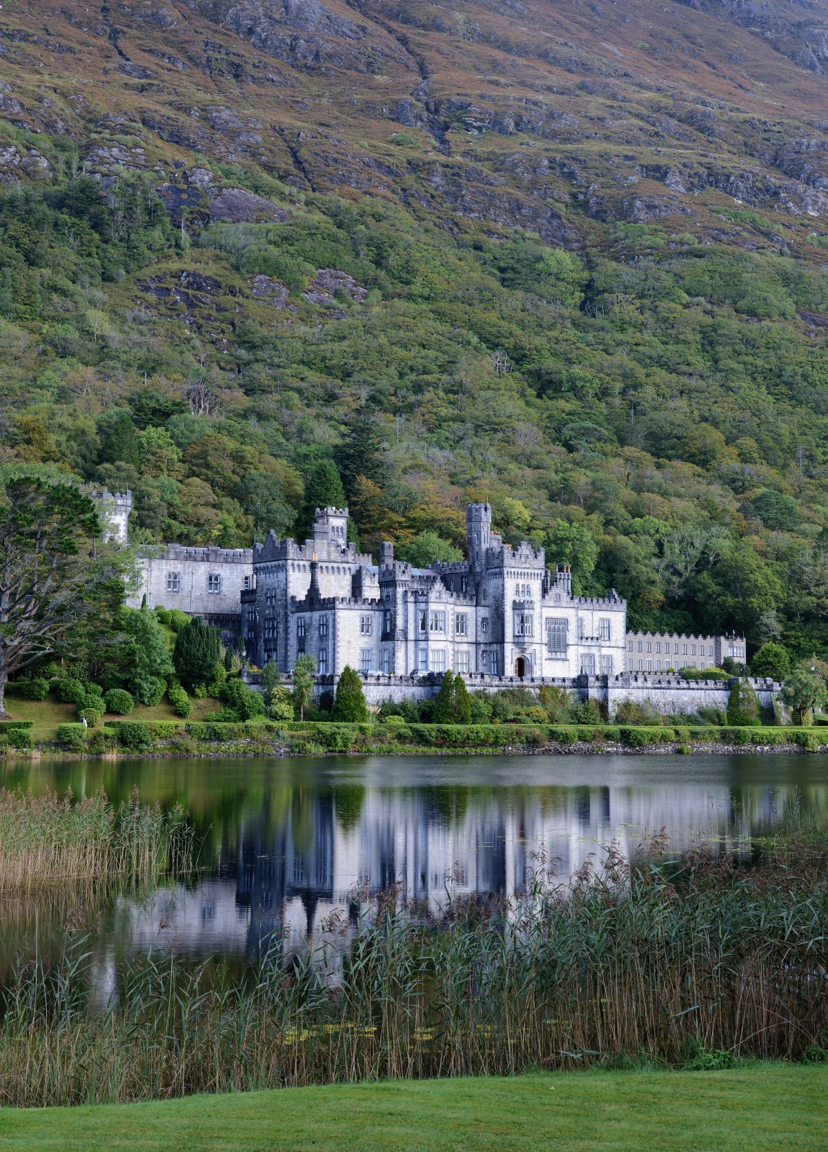 Kylemore abbey Alvesgaspar Wikipedia Commons - 10 Castles That You Should Visit In Ireland