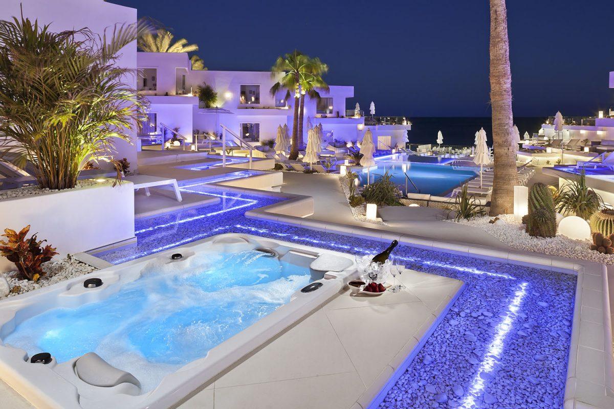 LanisSuite SuiteDeluxeTerrazaNoche - Best Romantic Hotels Around The World