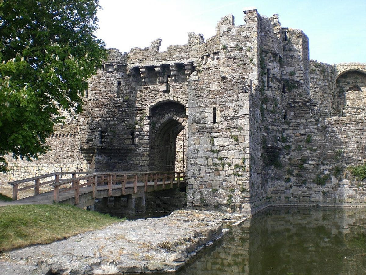 Built-in 1295 and located off the mainland's northwest coast on the Isle Anglesey, Beaumaris Castle is a fine example of the concentric castle design.