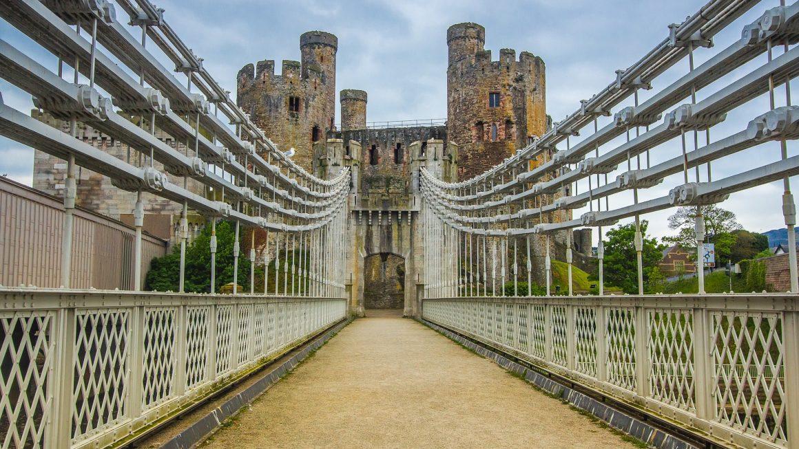 bridge 2389827 1920 1160x653 - 10 Castles In Wales That You Should Visit