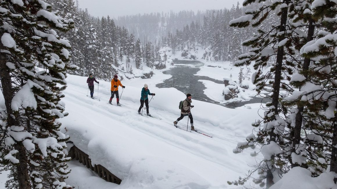 skiing 3896794 1920 1160x653 - Best winter vacations in the US
