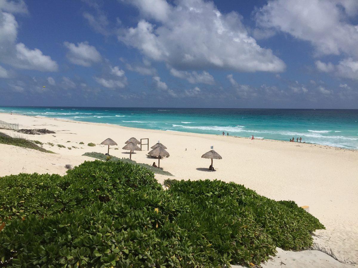 Delfines Beach, Cancun