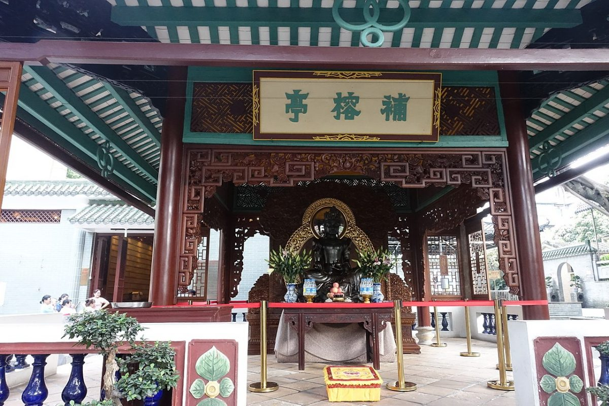 A Buddhist temple built during the time of Emperor Wu in 537, the Temple of Six Banyan Trees is one of the 5 great Buddhist temples in Guangzhou.