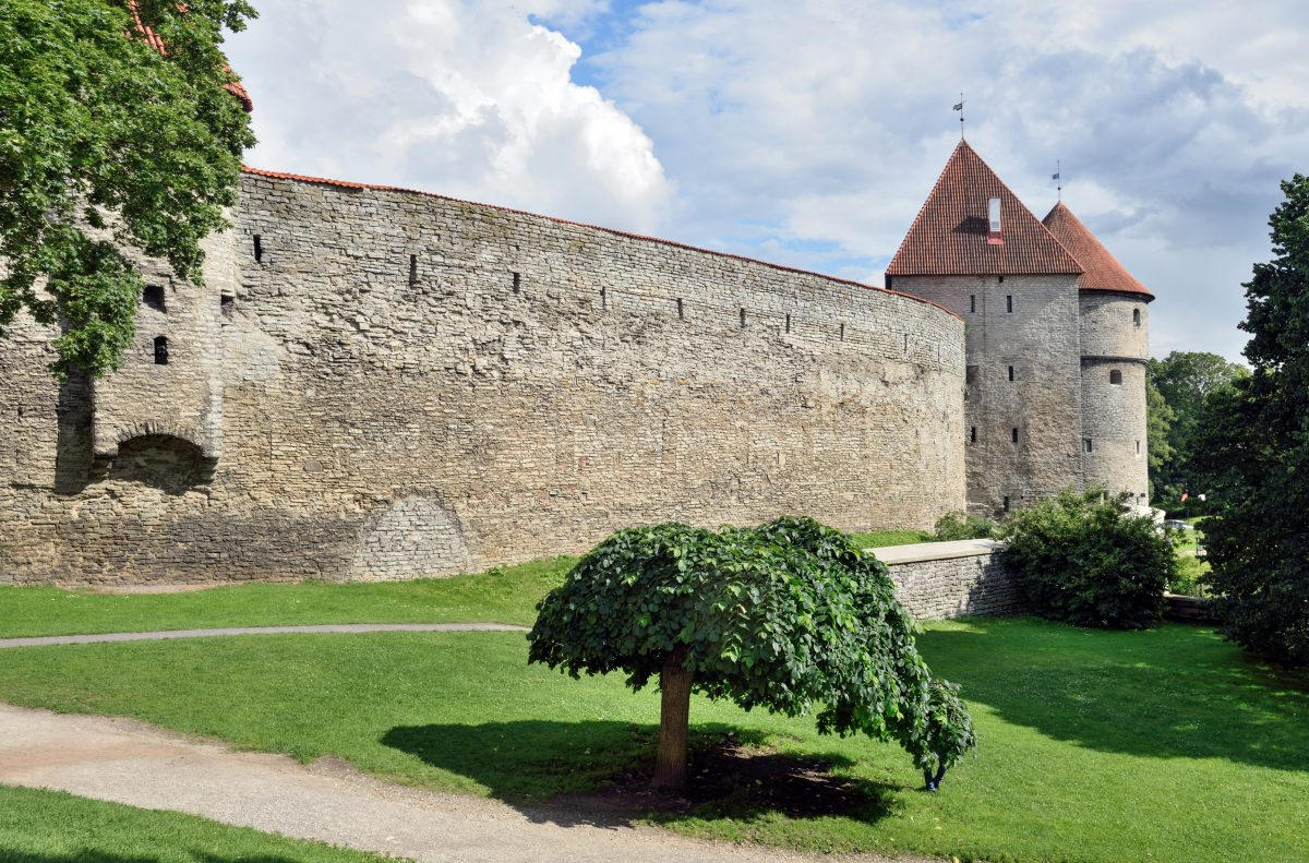 With 26 towers and two gates, this 1.85km wall was built in the 13th century and was the best defence system in the whole of Northern Europe for the next 3 centuries.