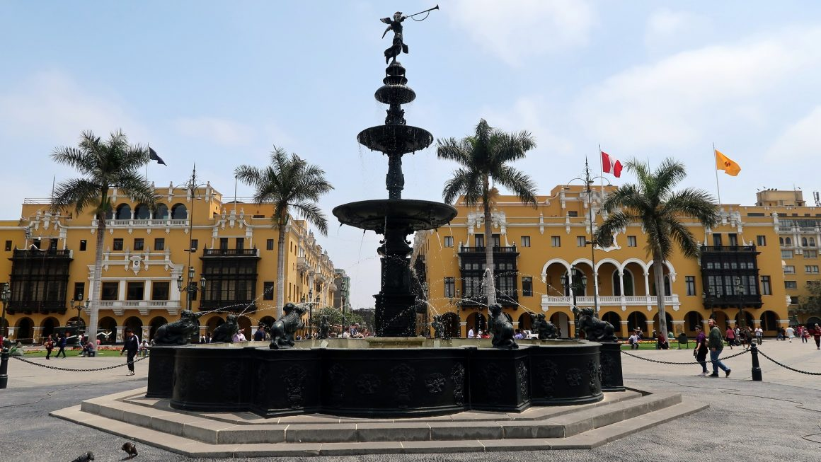 A fountain in Plaza Mayor, Lima