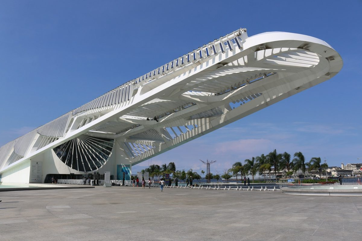 Designed by famous Spanish architect Santiago Calatrava, the Museum of Tomorrow is a science museum built at Pier Maua's waterfront.