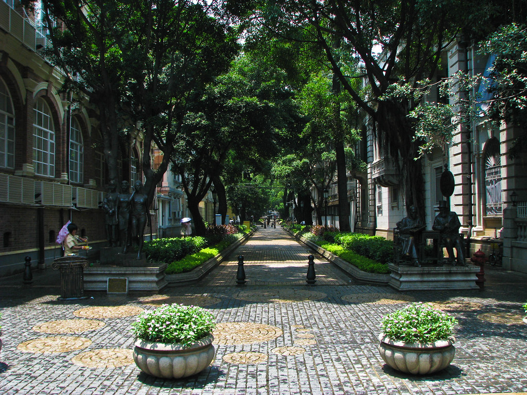 Located in the Liwan District of Guangzhou, Shamian Island is the ideal destination to escape the busy streets of Guangzhou.