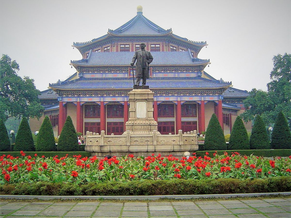 Visitors will find the Sun Yat-sen Memorial Hall, another landmark of Guangzhou, within a short distance from Yuexiu Park.