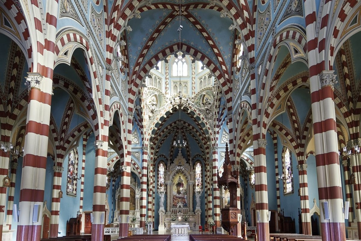 Located in La Candelaria district, the church was built in the Florentine Gothic Style with Byzantine and Moorish touches.